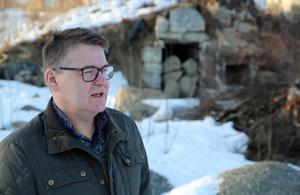 På granntomten finns en gammal bakugn kvar. Frågan är vad somhänder med den om de bygger ett nytt hyreshus. Roger Lundin, VD på Solatum, kan inte svara säkert på det idag.