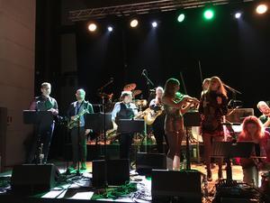 Folk-All-In-Band såg till att musikfesten fortsatte efteråt.