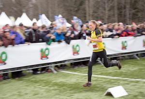 Tove Alexandersson på väg in i mål.