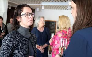 Ånge kommuns näringslivsansvarige  Annelie Axelsson passade på att växla några ord med Emilia Rapp.