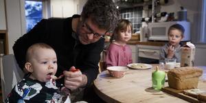 Papporna i Södertälje kommun tar ut minst föräldraledig i länet medan allt fler pappor i Nykvarn tar ut sina föräldradagar.