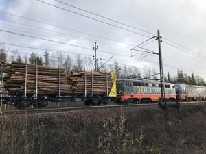 En brand i en timmervagn stoppade tågtrafiken utanför Ånge.