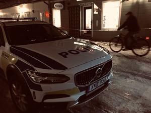 Vid klockan 16.09 på måndagseftermiddagen fick polisen samtal om ett grovt rån i en guldbutik i centrala Säter.