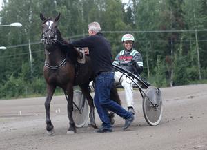 Stefan Johansson var oerhört glad efter att ha kört hem sin första V75 seger i karriären.