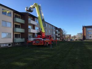 Räddningstjänsten kontrollerade taket utifrån vid insatsen.