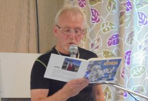 Melker Kjellgren läste ett flertal dikter av Nicke Sjödin. Foto: Inger Gidlöf