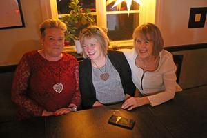 Torsåkersdamerna Åsa Jonsson, Eva Berg och Marit Willman var laddade inför kvällen.