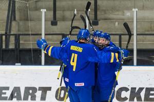 Det blir en blågul semifinal på lördag kväll. Sverige är vidare i U18-VM efter en en 4–2-seger i kvartsfinalen mot Tjeckien. Bild: Jonas Forsberg/Bildbyrån