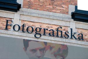 Henrik Montgomery/TTI år är det åtta år sedan Fotografiska slog upp dörrarna på Stadsgården i Stockholm. Det firas med jubileumsboken