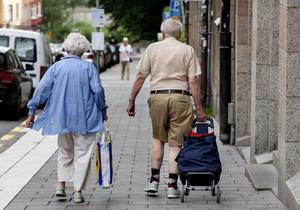 En negativ följd av pandemin för 70+ är att vi smittas av ålder.och lämnas utanför. Men seniorer vill ha tillbaka sina mer aktiva liv efter pandemin. Vi vill fortfarande vara delaktiga i samhället, skriver Birgitta Borg och Birgitta Thulin. Foto: Christine Olsson, TT.
