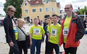 Nästan hela familjen Rydgren från Uppsala bildar ett stafettlag: mamma Susanne, Alexander, Michael, William och pappa Tobias. Dottern Emma får dock nöja sig med att heja på i år.