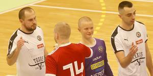 14-årige Oscar Spiik, målvakt i ÖSK:s P15-lag, fick hoppa in som reservmålvakt när Emil Björklund och Simon Johansson saknades.