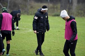 Andreas Brännström får klara sig utan en avstängd duo.
