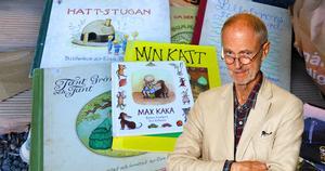 Bland vårens sopor, en liten trave barnböcker: var så god och ta. Foto: Erik Eriksson