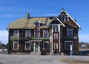 """Stationsbyggnaden vittnar om svunna tider när det mesta """"gick som på räls."""""""