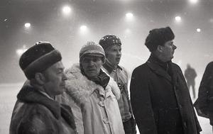 Leif Wasberg, till höger om sin pappa och lagledare Ingvar Wasberg (i vit jacka).