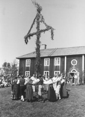 Midsommarfirande på hembygdsgården i Brunflo 1982.