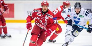 Kaptenen Tobias Enström jagar Modos sjätte raka seger när de tar emot BIK Karlskoga. Bild: Robbin Norgren/Bildbyrån