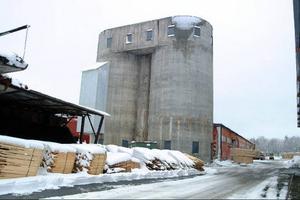 Nu är det tomt på industriområdet i Ocke. Ocke Emballage AB:s flytt av palltillverkningen till norska Meråker innebär slutet för den industriepok som pågått där sedan 1800-talet.