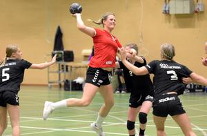 Hedemoratjejen Hanna Fredriksson blev niomålsskytt  i matchen mot Falu HK.