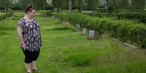 Michelle Noren får ont i magen av att se hur vissa gravplatser lämnas och blir igenvuxna
