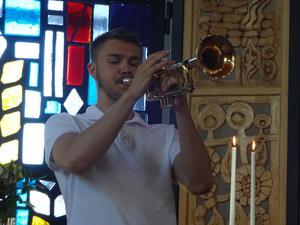 Lukas Johansson trivs som fisken i vattnet i Gullängets kyrka där han konfirmerats och uppträtt ett flertal tillfällen under de senaste åren.