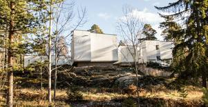 En byggnad för retreat – som stänger världen ute, men öppnar sig inåt.