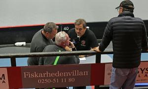 Roger Jonsson med övriga ledarteamet Tommy Stenius och Lollo Olsson i samband med premiären mot Iksu.