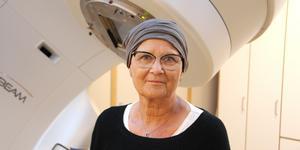 Madelene Zell åker från Stockholm till Gävle för cancerbehandling.