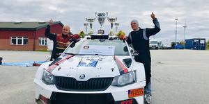 Kartläsaren Kalle Lexe, Ryds MK, och Mattias Monelius efter helgens seger. Foto: Privat