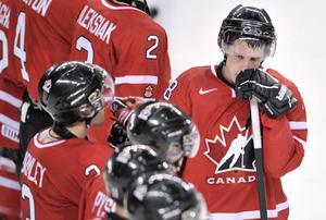 Kanadas lagkapten Jaden Schwartz deppar tillsammans med lagkamrater i 5–6-förlusten mot Ryssland i semfinalen. Foto: Nathan Denette/AP/The Canadian Press