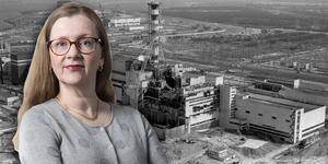 Den svartvita bilden från 1986 visar hur kärnkraftverket i Tjernobyl såg ut efter explosionen.