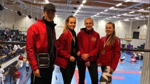 Falugänget från vänster: tränare Josez Berglez och utöverskorna Klara Hasslund, Tilda Gustafsson och Filippa Höglund. Foto: Insänt.