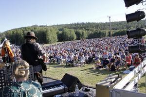 Johanna Bakke, som just samma söndag blev årets Lill-Babsstipendiat, framträdde med sitt band.