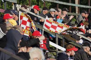 Nästan 6  000 åskådare kom för att se Rospiggarna-Lejonen när det var fri entré och välgörenhetsmatch.