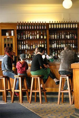 I Åbo har man återanvänt äldre lokaler och gjort dem till barer och pubar. Gamla Apoteket är ett exempel.