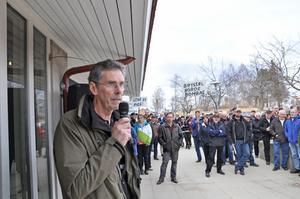 TALAR. Lennart Lantz, från Bergvik, ville se alla vargar inom inhägnade nationalparker.