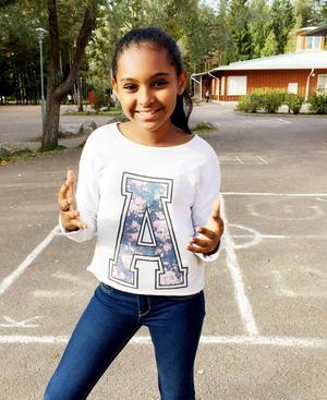 Sitimiya Kalme är en av eleverna i klass sex Blåklint som tävlar i Retorikmatchen. Hennes medtävlande Joel Bergström var på en utlandsresa när bilden togs.