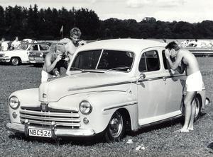 En Ford från 1947 var en av de runt 3 000 bilar som fanns på Johannisberg i helgen. året var 1988.