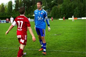 Brage har visat intresse för Sandvikens IF:s förre målvakt, Tim Markström (här i duell med Falu FK:s Gabriel Gyllenvåg säsongen 2011).