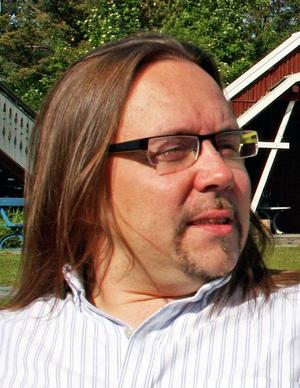 3 Stefan Hallgrenslängde in en pinne i brasan för Nationalmuseum Norr, eldar på för traditionerna och turistiska värden.