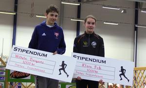 Medeldistanslöparna Wilhelm Bergentz och Klara Frih prisades på lördagen för sina SM-medaljer senaste åren.