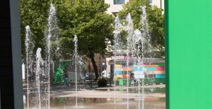 På Järntorget har det börjat dyka upp gröna boxar och bänkar.