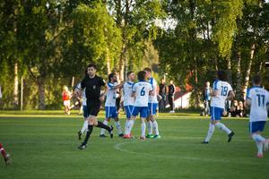 IFK Timrå jublar efter målet som gav segern.