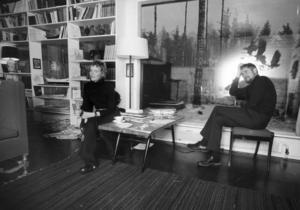 Det litterära landskapet under decennier passerar revy i den nya brevbiografi. Här är hon med maken Henrik. Foto: TT