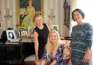 Fjolårets ledartrio för masterclassen på Schymbergsgården återkommer i år: regissören Märit Bergvall, operasångerskan Anna Hanning och pianisten Mona Kontra.
