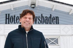 I början av maj ska Hotell havsbaden invigas. – Det är skönt att inte ha behövt stressa för mycket, jag vill att allt ska fungera när vi väl har öppnat, säger Stefan Karlsson, vd på Hotell havsbaden.