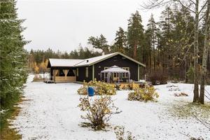 Hus med sjöläge och egen brygga. Foto: Andreas Timfält