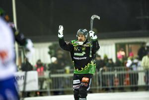 Frillesås Fredrik Brandin jublar efter sitt 3–0-mål