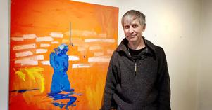 """Skärgård och bad hör ihop. Målningen """"Maj"""" syftar både på flicknamnet och på månaden då det sällan är varmt i vattnet. """"Då står man och huttrar som hon gör"""", säger konstnären Staffan Tolsén."""
